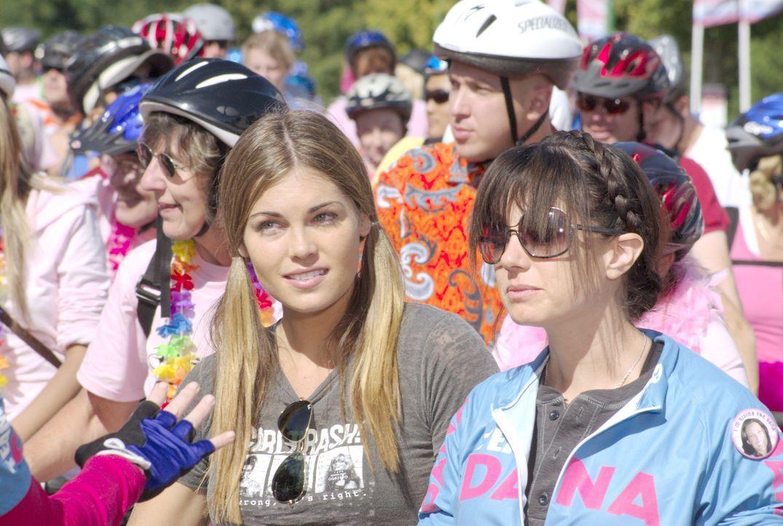 Bei dem attraktiven Pärchen Nikki (Kate French, l.) und Jenny (Mia Kirshner, r.) geht es nicht nur im Privatleben sehr wild zu... - Bildquelle: Metro-Goldwyn-Mayer Studios Inc. All Rights Reserved.