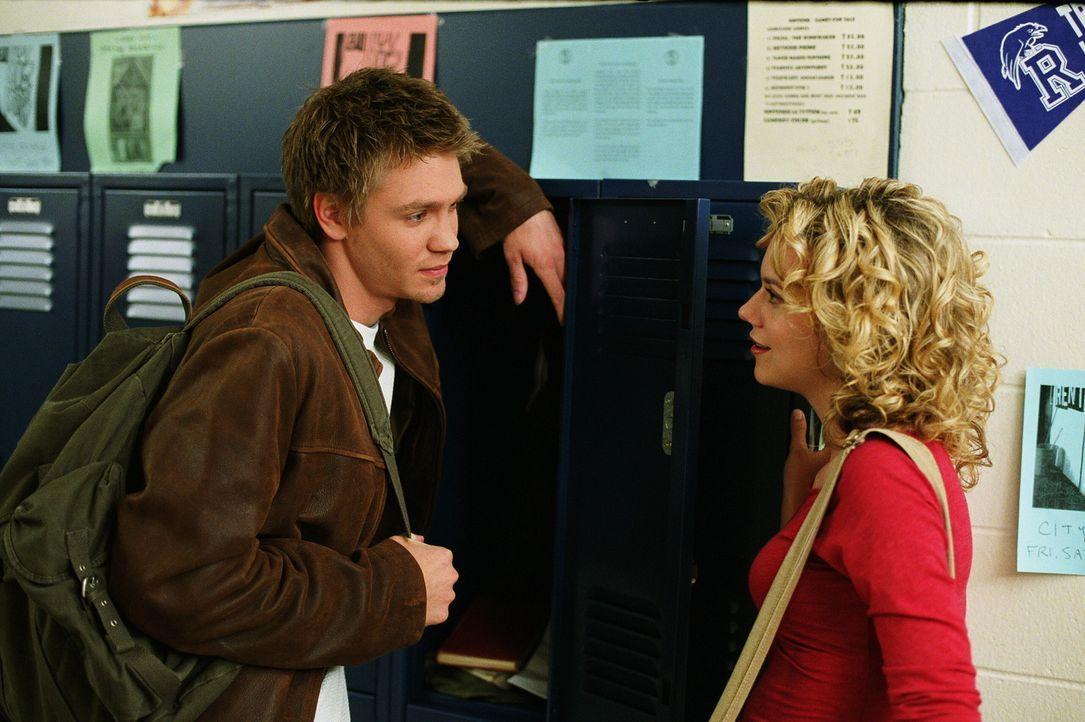 Zwischen Lucas (Chad Michael Murray, l.) und Brooke läuft es soweit ganz gut, wenn da nicht immer noch Peyton (Hilarie Burton, r.) im Hintergrund w... - Bildquelle: Warner Bros. Pictures
