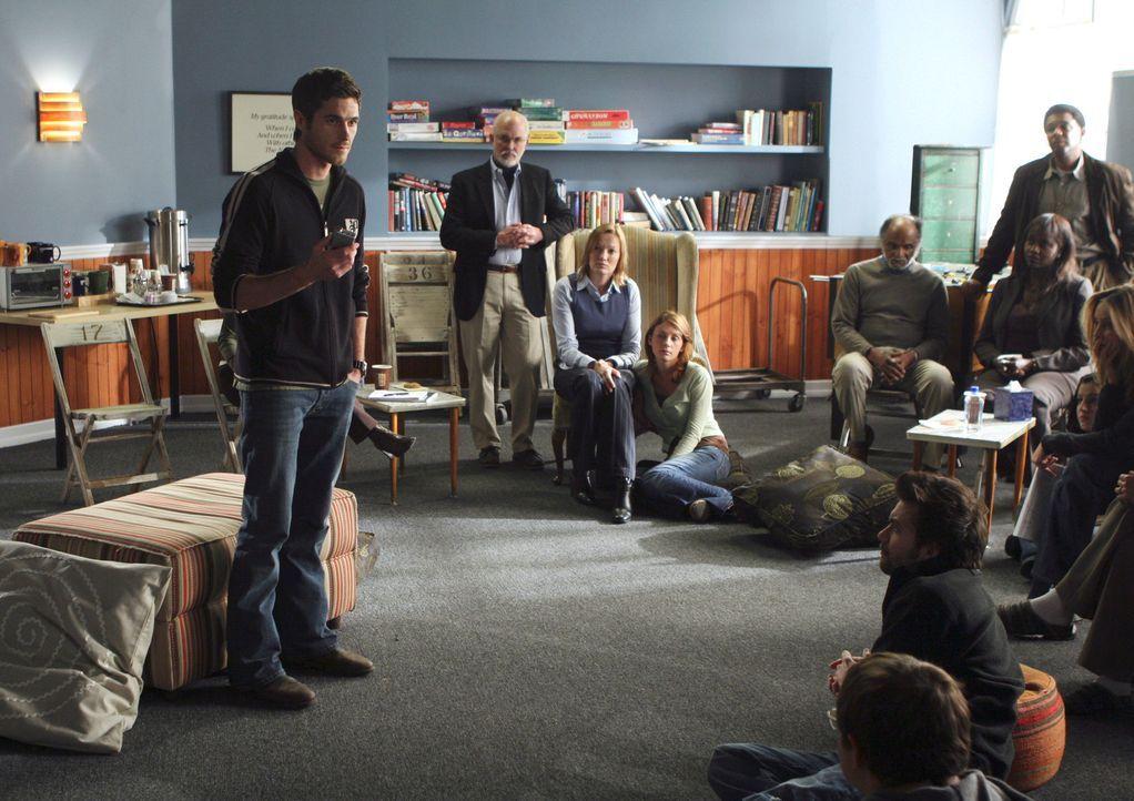 Justin (Dave Annable, l.) macht während seines Entzugsprogramms gute Fortschritte. Teil der Therapie sind Gruppensitzungen, zu denen die ganze Fami... - Bildquelle: Disney - ABC International Television