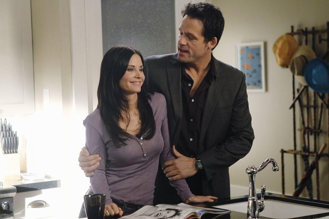 Jules (Courteney Cox, l.) erhofft sich für den Valentinstag, dass Grayson (Josh Hopkins, r.) ihr endlich seine Gefühle zeigt. Als sie versucht, di... - Bildquelle: 2010 ABC INC.