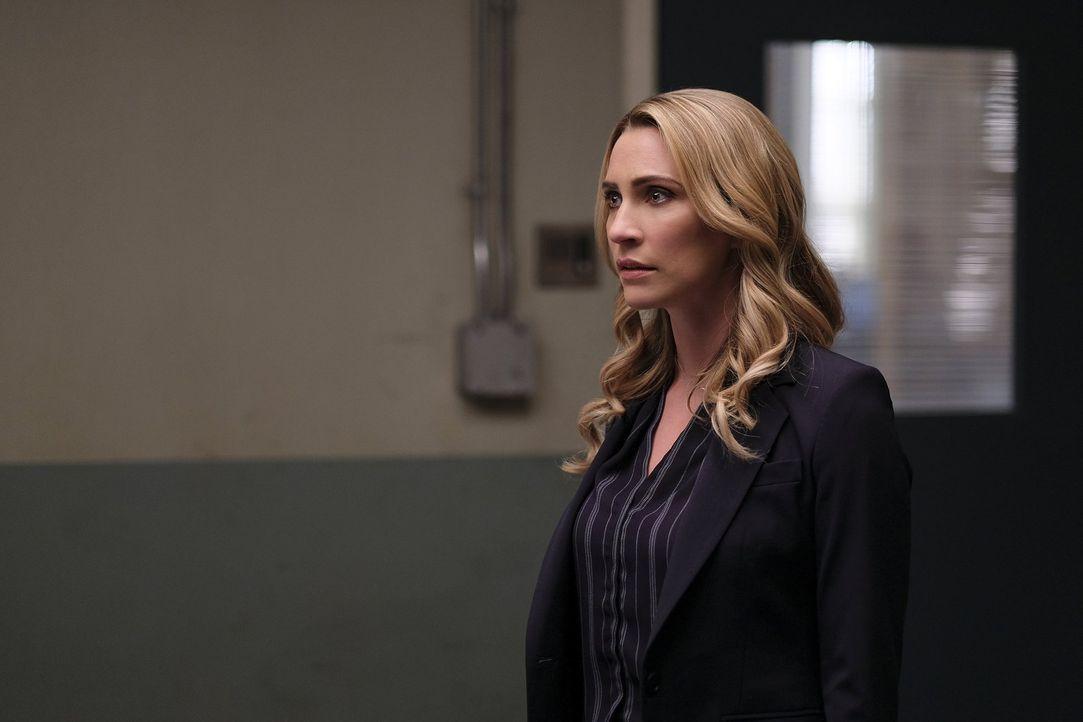 Nachdem Dale (Jessica Harmon) bei ihren Ermittlungen auf einen alten Bekannten von Clive und Liv stößt, sorgt dieser dafür, dass die FBI Agentin der... - Bildquelle: 2017 Warner Brothers