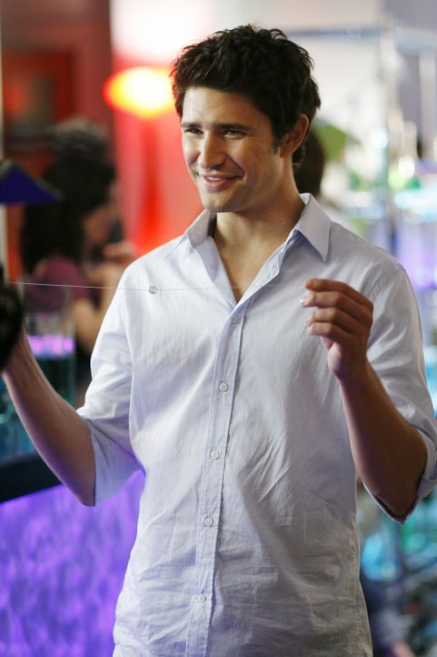 Gemeinsam mit Jesse plant Kyle (Matt Dallas) eine Party bei Latnok ... - Bildquelle: TOUCHSTONE TELEVISION