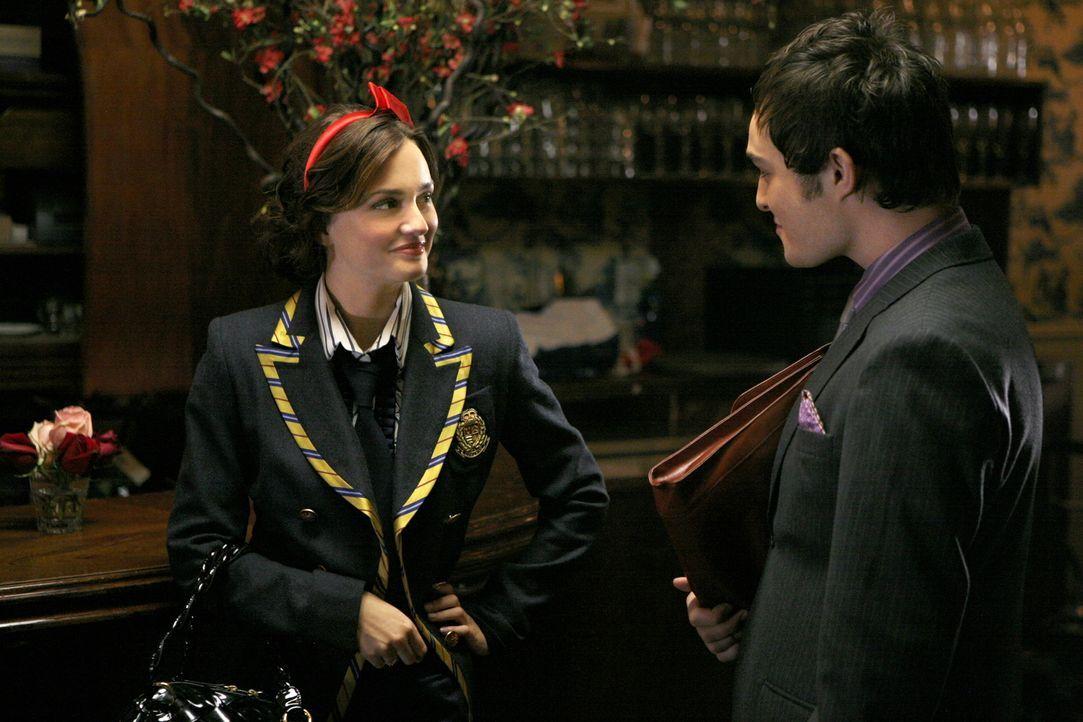 Blair (Leighton Meester, l.) und Chuck (Ed Westwick, r.) gehen eine Wette ein, die einen überraschenden Ausgang hat ... - Bildquelle: Warner Brothers