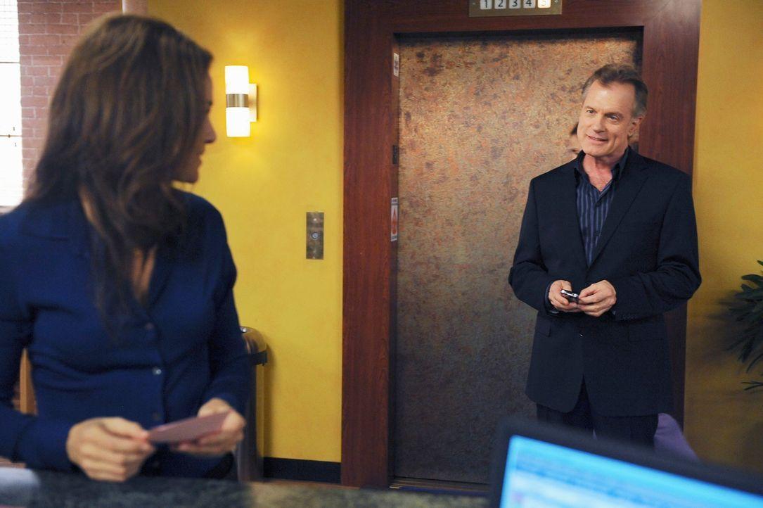Addisons Vater (Stephen Collins, r.) findet großen Gefallen an Violet  (Amy Brenneman, l.) ... - Bildquelle: ABC Studios