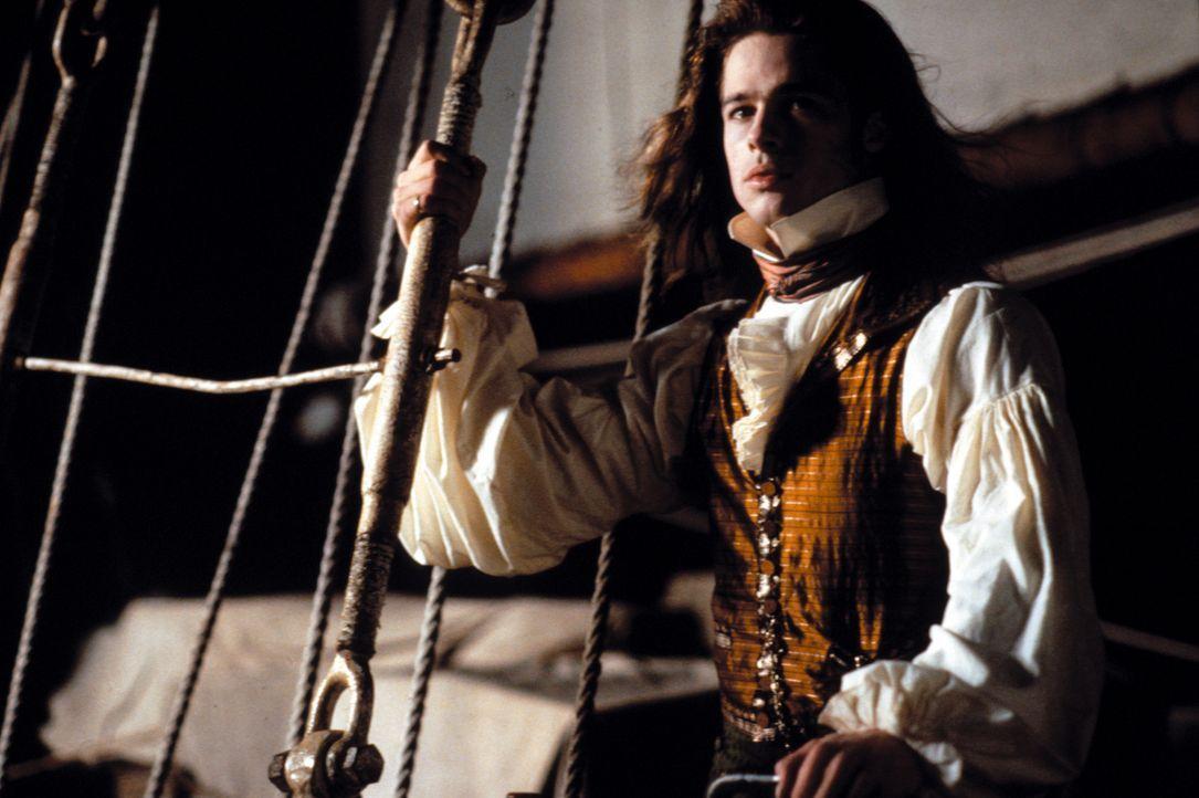 Im San Francisco der Gegenwart erzählt der 200 Jahre alte Vampir Louis (Brad Pitt) einem Reporter, wie er im New Orleans des 18. Jahrhundert zu eine... - Bildquelle: Warner Bros.
