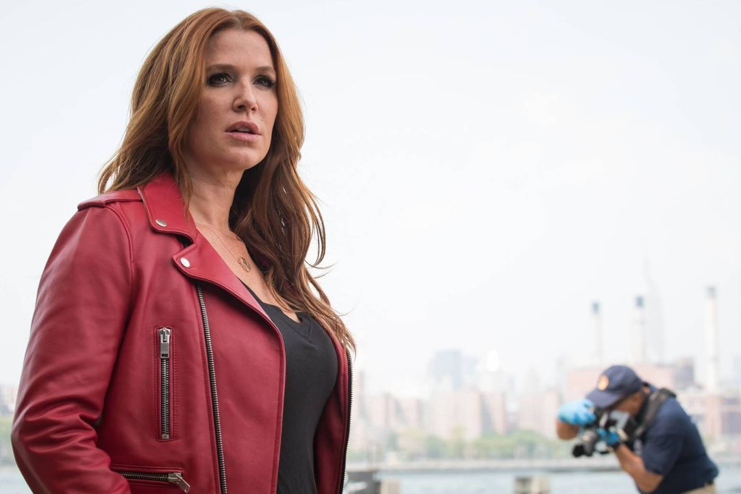 Was Carrie (Poppy Montgomery) nicht weiß, ist, dass Al und Russo dem Polizisten Tendler Drogen untergeschoben haben, um ihn wegen Korruption festneh... - Bildquelle: Jeff Neumann 2015, 2016 Sony Pictures Television Inc. All Rights Reserved.