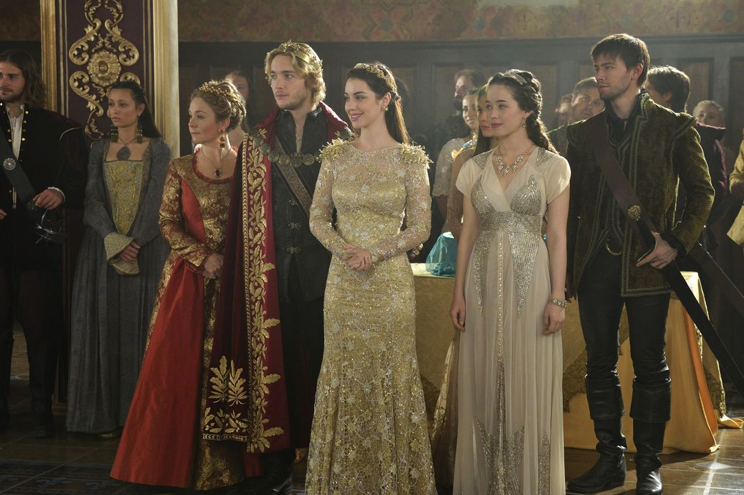 Die Hochzeitsgesellschaft ist versammelt und alle warten auf die Braut: Catherine, Francis, Mary, Lola und Bash (v.l.n.r. Megan Follows, Toby Regbo,... - Bildquelle: Ben Mark Holzberg 2014 The CW Network, LLC. All rights reserved.