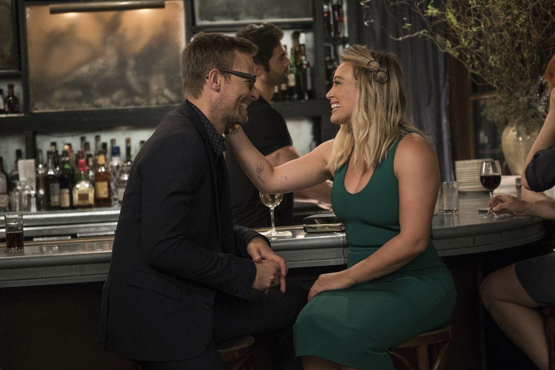 Colin McNichol (Jay Wilkison, l.); Kelsey (Hilary Duff, r.) - Bildquelle: Hudson Street Productions Inc 2016