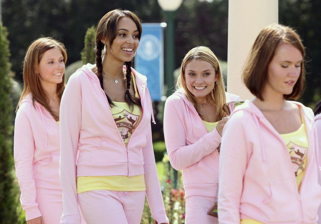 in verschiedenen Wettkämpfen treten die Verbindungen gegeneinander an: Ashleigh (Amber Stevens, 2.v.l.) und Casey (Spencer Grammer, 2.v.r.) ... - Bildquelle: 2008 ABC Family