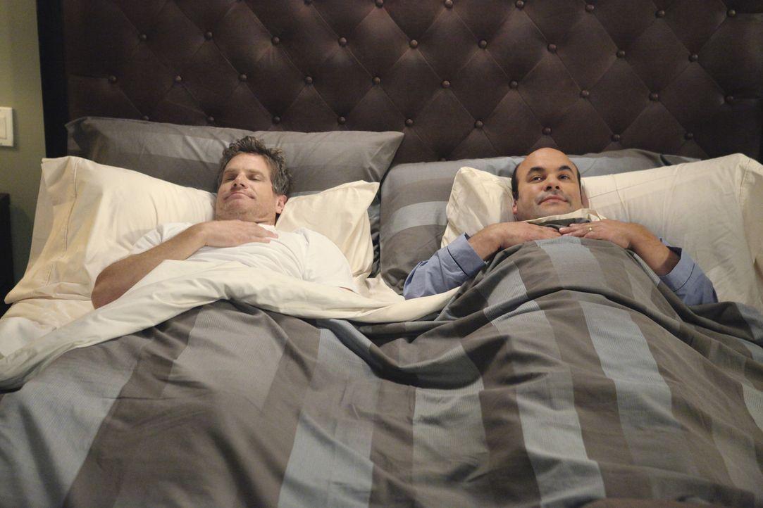 Gute Freunde: Bobby (Brian Van Holt, l.) und Andy (Ian Gomez, r.) ... - Bildquelle: 2010 ABC INC.