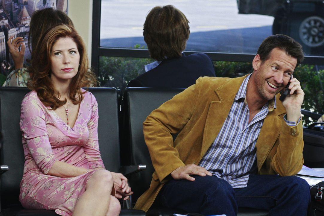 Wollen gemeinsam nach Las Vegas, doch dann haut Mike (James Denton, r.) plötzlich ab. Katherine (Dana Delany, l.) versteht die Welt nicht mehr ... - Bildquelle: ABC Studios