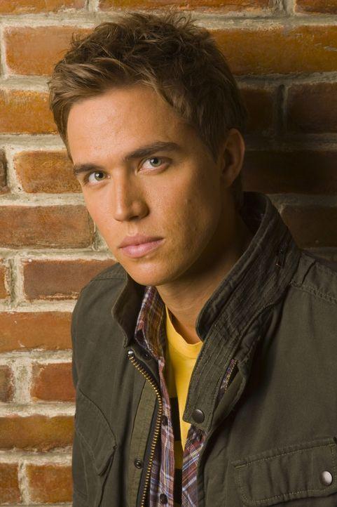 (4. Staffel) - Unterstützt Kyle bei der Suche nach seiner Vergangenheit: Declan (Chris Olivero) ... - Bildquelle: TOUCHSTONE TELEVISION