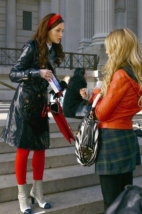 Nicht Serena (Blake Lively, r.), sondern Blair (Leighton Meester, l.) befürchtet, dass sie schwanger sein könnte ... - Bildquelle: Warner Brothers