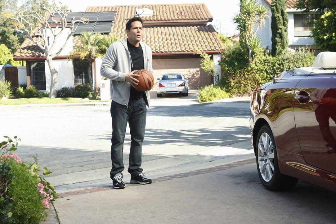 Wird Grayson (Josh Hopkins) Jules abservieren, weil sie für den Tod einiger Kleintiere mitverantwortlich ist? - Bildquelle: 2010 ABC INC.