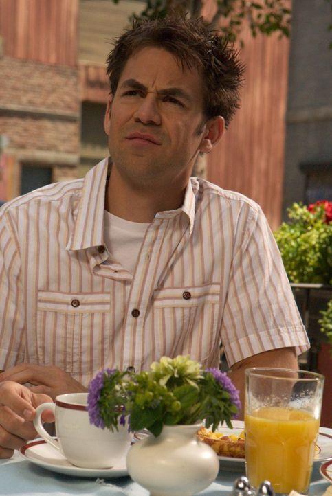Bobby (Kyle Howard) ist über die Wandlung seines Kumpels Brendan erstaunt ... - Bildquelle: Sony Pictures Television Inc. All Rights Reserved.