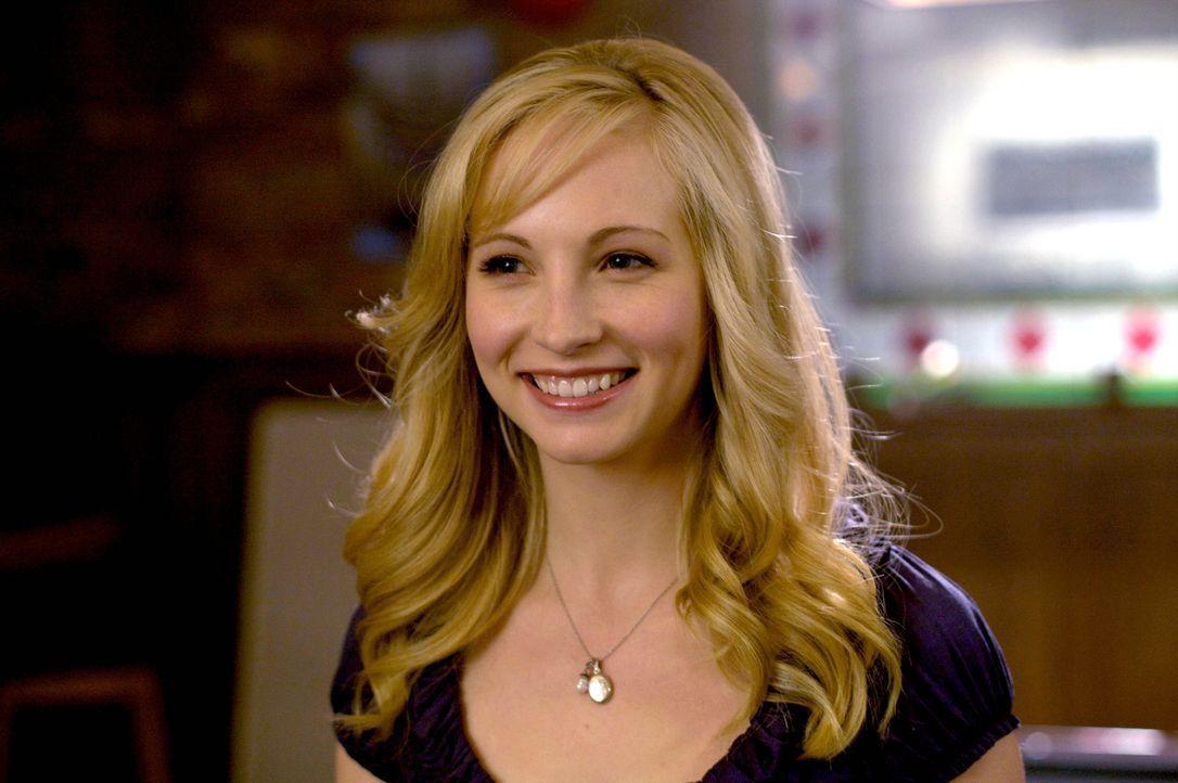 Der neue Mitschüler weckt auch sofort Carolines (Candice Accola) Interesse, doch das beruht nicht auf Gegenseitigkeit ... - Bildquelle: Warner Brothers
