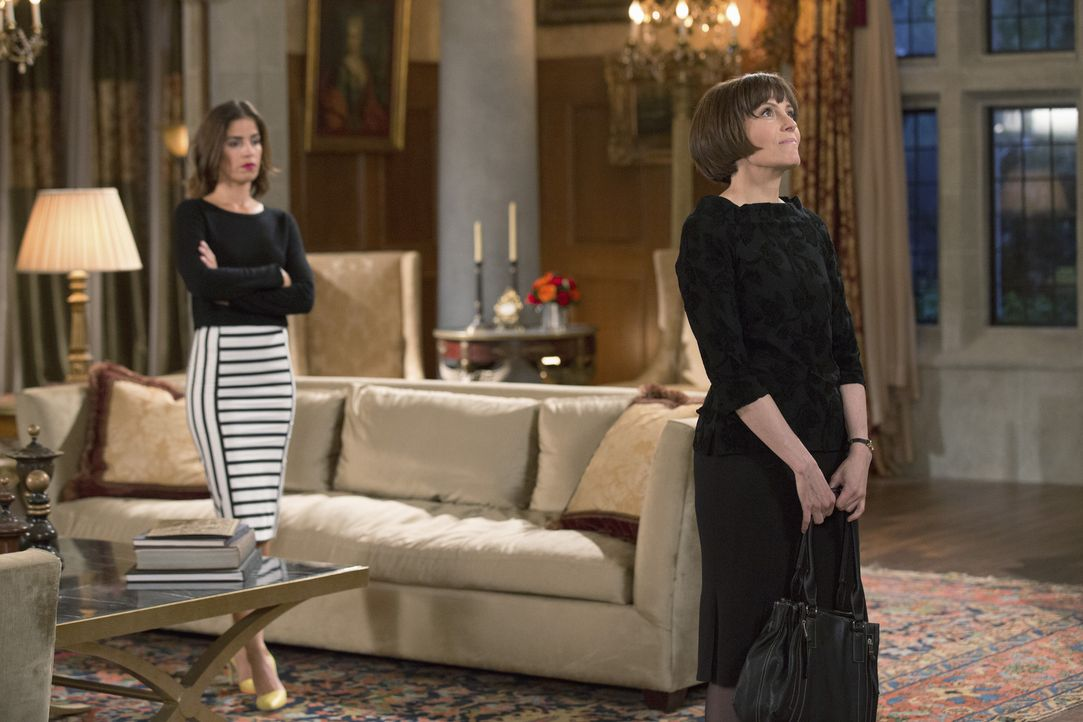 Als Marisol (Ana Ortiz, l.) Opal (Joanna Adler, r.) wegen Nicks Unfall zur Rede stellen will, endet das Gespräch tragisch ... - Bildquelle: 2014 ABC Studios