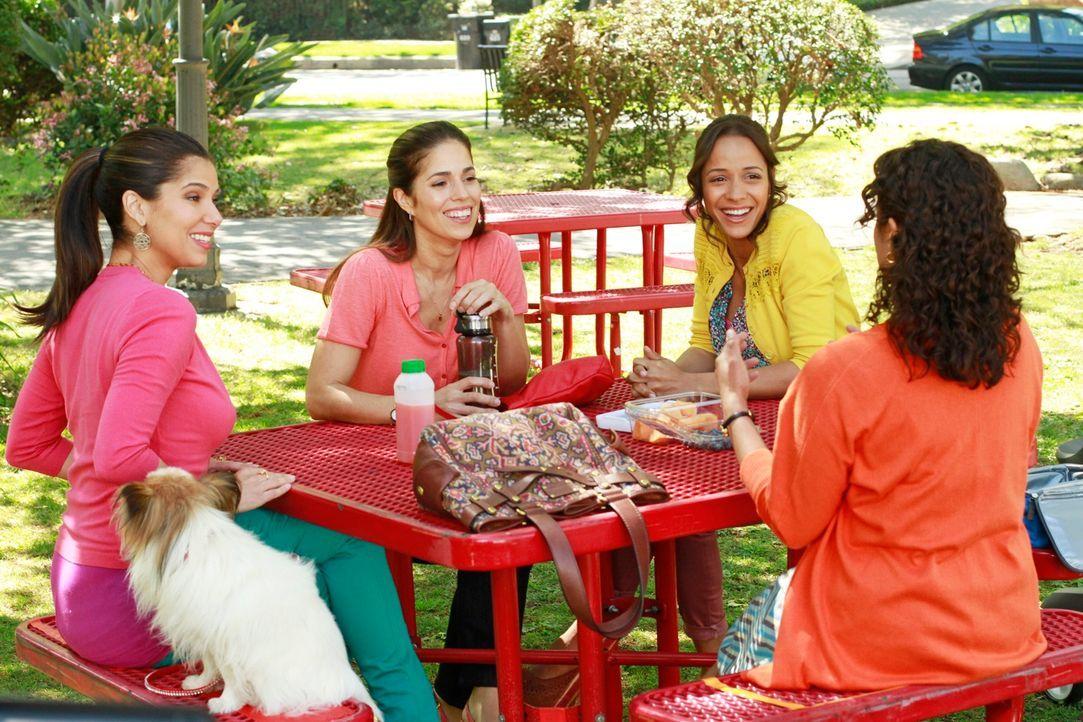 Während ein Dienstmädchen auf einer Party ihrer Arbeitgeber ermordet wurde und ihre Freundinnen Rosie (Dania Ramirez, 2.v.r.), Carmen (Roselyn Sanch... - Bildquelle: ABC Studios