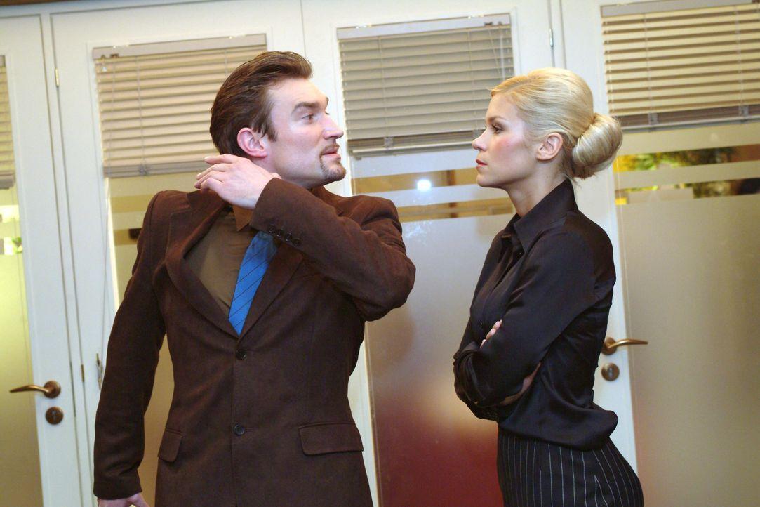 Richard (Karim Köster, l.) verbietet Sabrina (Nina-Friederike Gnädig, r.) den Umgang mit Jürgen. Als deren ganzer Frust aus ihr herausbricht, bringt... - Bildquelle: Monika Schürle SAT.1 / Monika Schürle