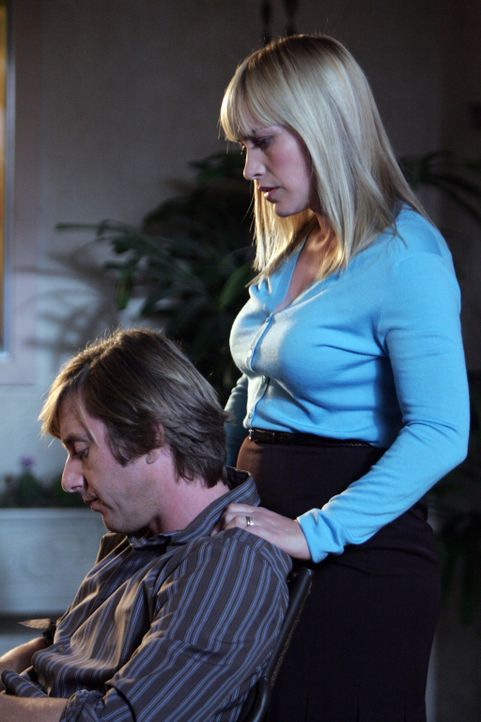 Joe (Jake Weber, l.) macht sich große Sorgen um seine Tochter, als sich herausstellt, dass sie die gleichen Fähigkeiten besitzt wie ihre Mutter Al... - Bildquelle: Paramount Network Television