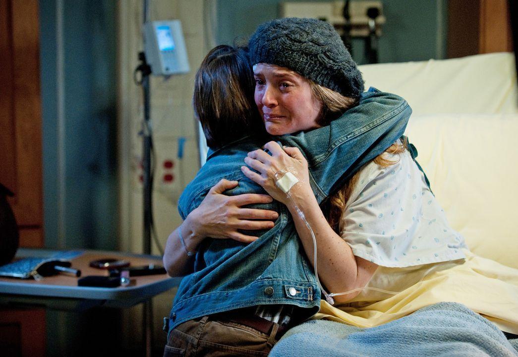 Da Erica (A.J. Langer, r.) nicht mehr lange zu leben hat, muss sie langsam Abschied von ihrem geliebten Sohn Mason (Griffin Gluck, l.) nehmen, währe... - Bildquelle: ABC Studios