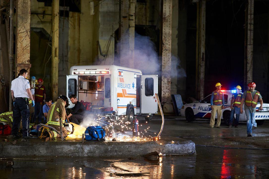 Die Sanitäter des Hope Zion Hospital werden zu einem Einsatz gerufen, der anders endet, als erwartet ... - Bildquelle: 2012  Hope Zee One Inc.