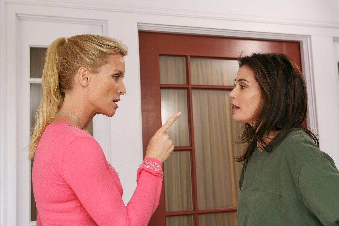 Rache ist süß: Edie (Lisa Sheridan, l.) und Susan (Teri Hatcher, r.) ... - Bildquelle: 2005 Touchstone Television  All Rights Reserved