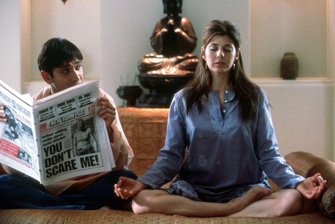 Schon bald begibt sich die therapiegierige Lexi (Marisa Tomei, r.) auf einen Kreuzzug für das Seelenheil der Welt. Für ihren Super-Guru Ramu Gupta... - Bildquelle: Universal Pictures
