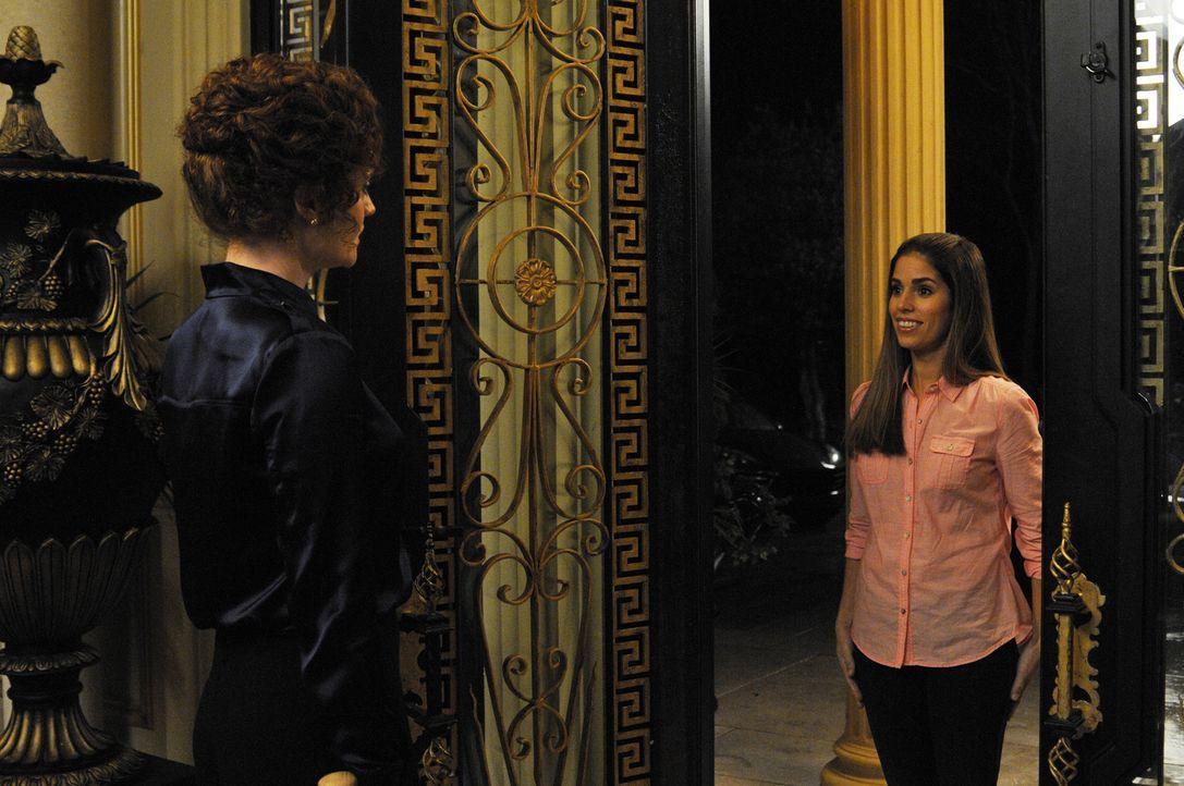 Während Peri ihre Ehe mit Spence retten möchte, wird Marisol (Ana Ortiz, r.) von Evelyn (Rebecca Wisocky, l.) gefeuert ... - Bildquelle: ABC Studios