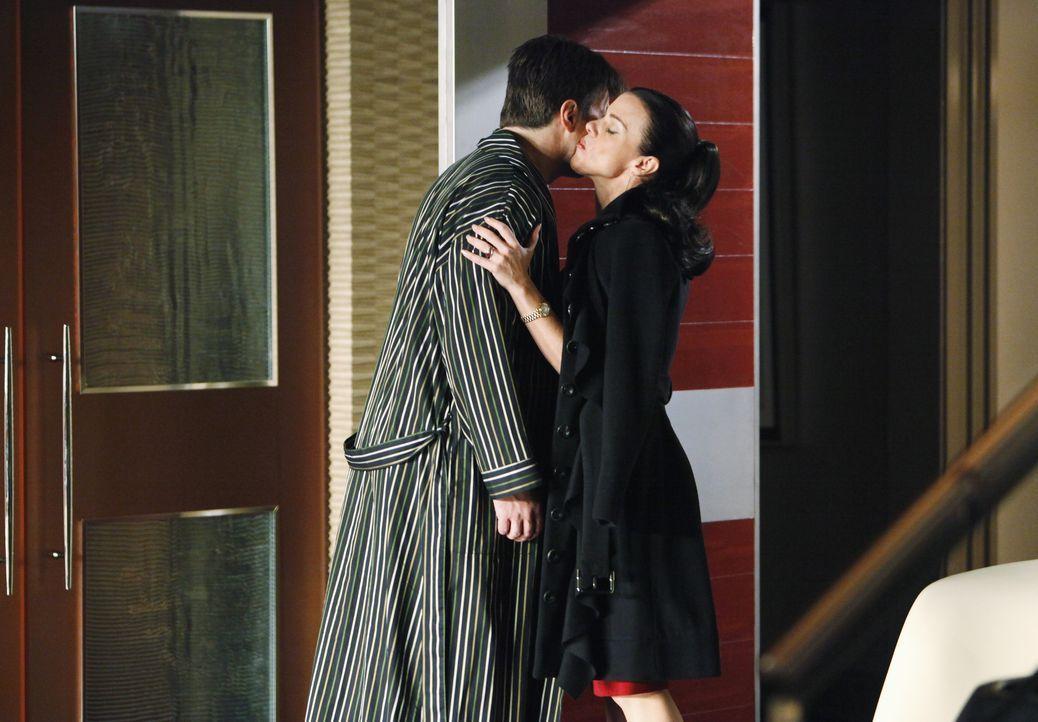 Völlig überraschend taucht Richards (Nathan Fillion, l.) Agentin Paula Haas (Debi Mazar, r.) bei ihm auf ... - Bildquelle: ABC Studios