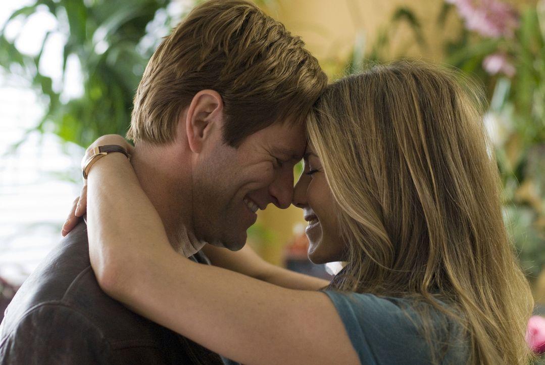Hat ihre Liebe eine Chance? Eloise (Jennifer Aniston, r.) und Burke (Aaron Eckhart, l.) - Bildquelle: Universal Pictures