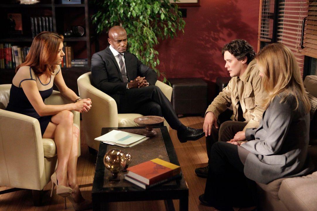 Sam (Taye Diggs, 2.v.l.) und Addison (Kate Walsh, l.) kümmern sich um Val (Chandra West, r.) und Gary (Gabriel Olds, 2.v.r.), die vor einer schwier... - Bildquelle: ABC Studios