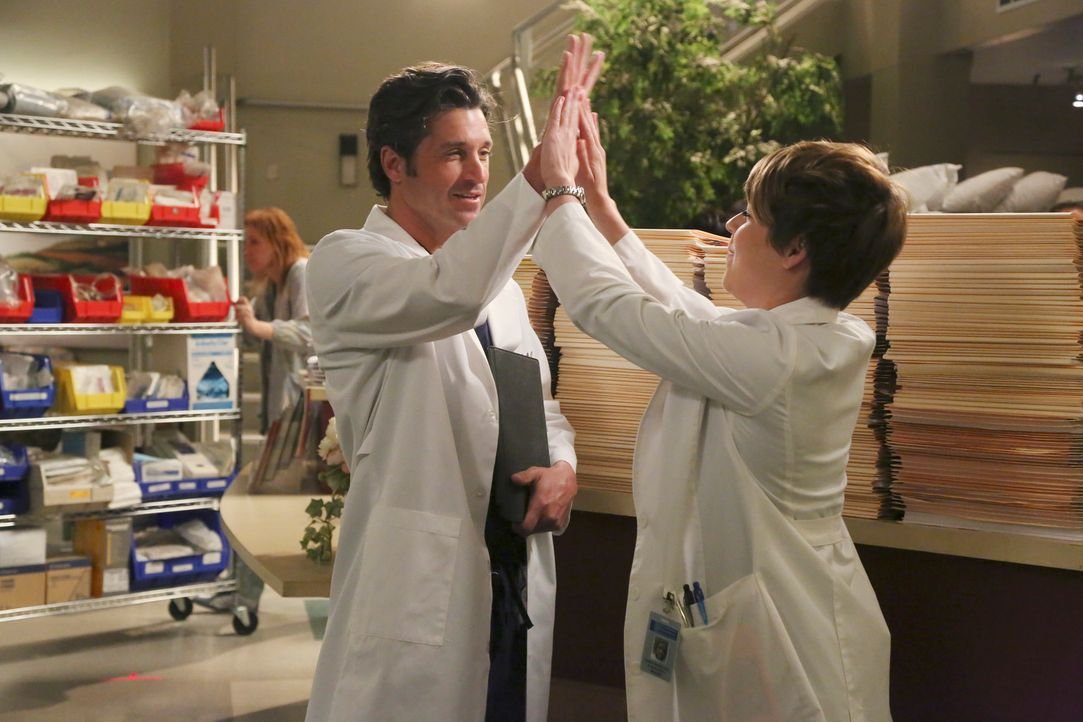 Heather (Tina Majorino, r.) kassiert großes Lob von Derek (Patrick Dempsey, l.) ... - Bildquelle: ABC Studios