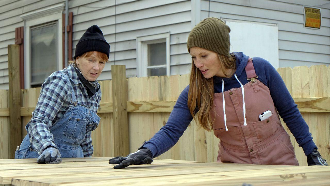 Bei ihrem neusten Umbauprojekt müssen Karen (l.) und Mina (r.) das Haus bis auf die Grundpfeiler abreißen, um es dann in ein elegantes, geräumiges Z... - Bildquelle: 2016, HGTV/Scripps Networks, LLC. All Rights Reserved.