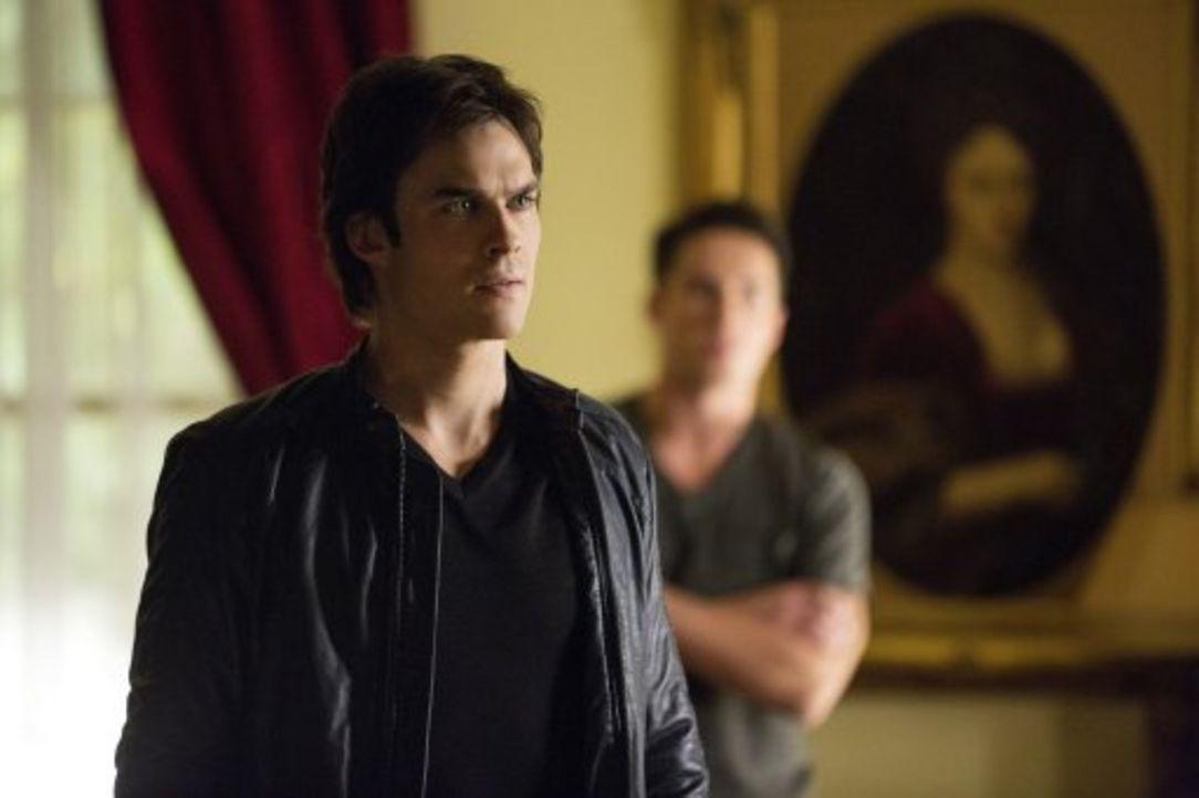 Zu spät entdecken Damon (Ian Somerhalder, l.) und Tyler (Michael Trevino, r.), welches Spiel Klaus und Stefan spielen ... - Bildquelle: Warner Brothers