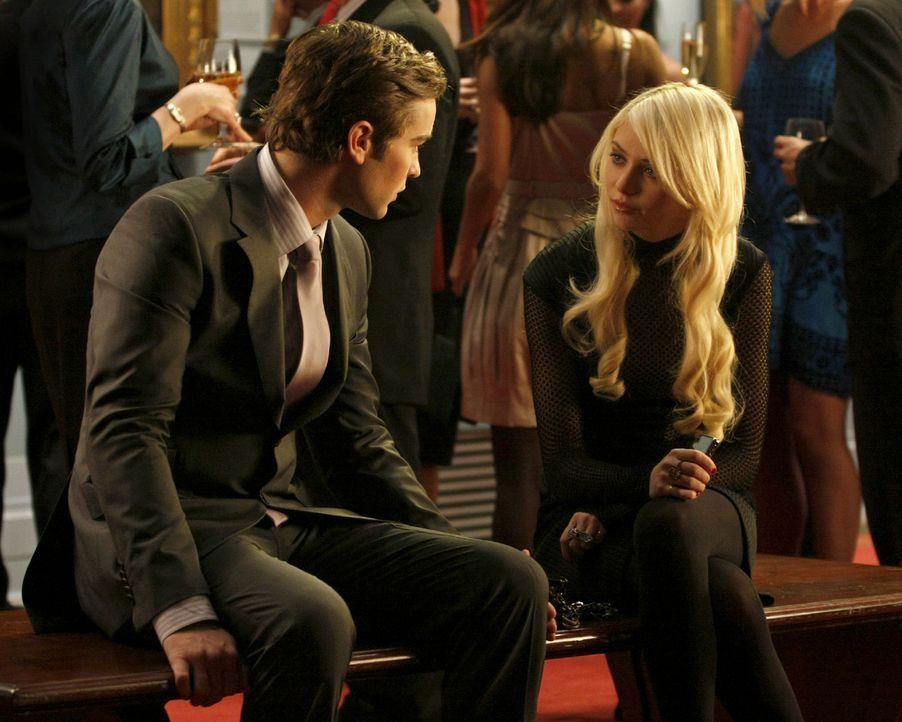 Nate (Chace Crawford, l.) versucht Jenny (Taylor Momsen, r.) zu überzeugen, dass man seine Jungfräulichkeit nicht einfach so herschenken sollte. - Bildquelle: Warner Brothers.