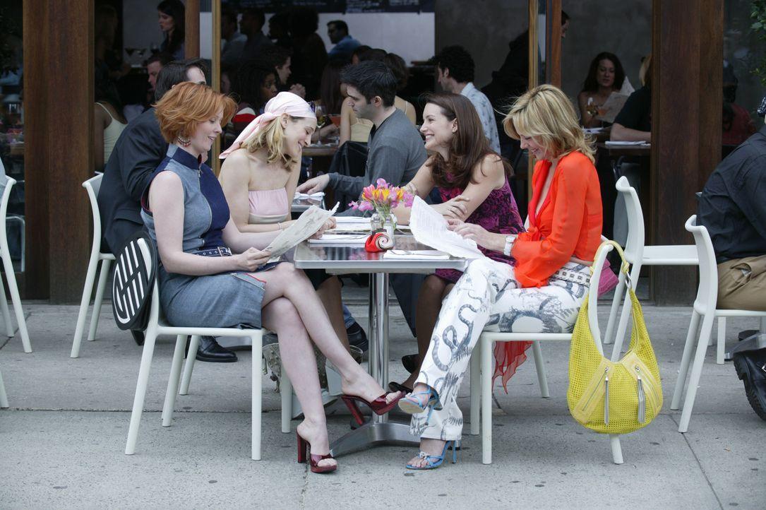 Weiblich, ledig, sexy sucht ...: (v.l.n.r.) Miranda (Cynthia Nixon), Carrie (Sarah Jessica Parker), Charlotte (Kristin Davis) und Samantha (Kim Catt... - Bildquelle: Paramount Pictures