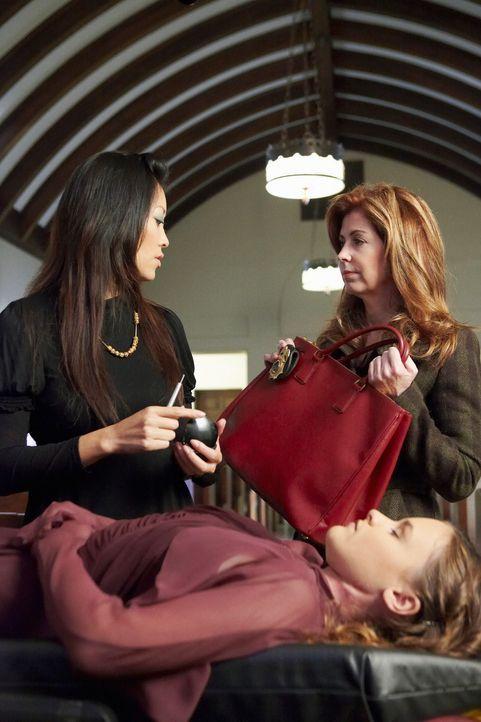 Um zu beweisen, dass Nikki Parkson nicht an ihrer Krankheit gestorben ist, sondern ermordet wurde, lässt Megan (Dana Delany, r.) nichts ungeschehen... - Bildquelle: ABC Studios