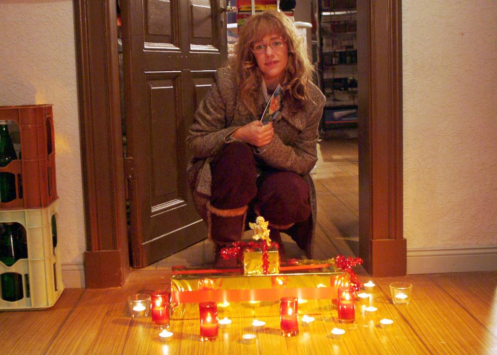 Als Lisa (Alexandra Neldel) zum Weihnachtsfest nach Göberitz aufbricht, erwartet sie eine Überraschung ... (Dieses Foto von Alexandra Neldel darf nu... - Bildquelle: Monika Schürle SAT.1 / Monika Schürle