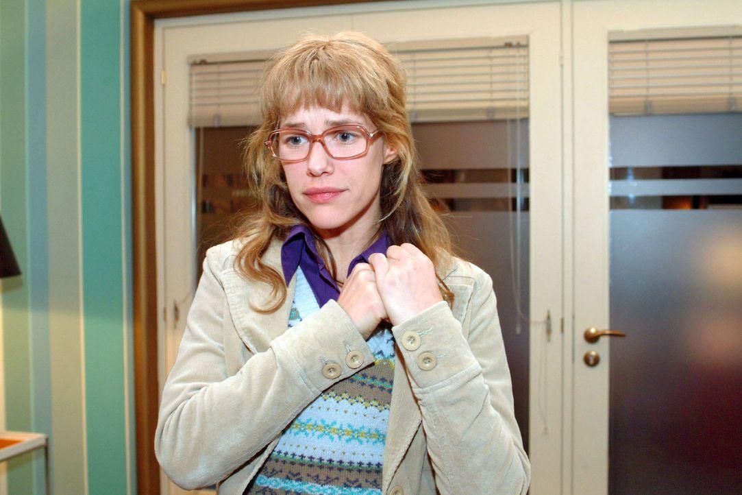 Lisa (Alexandra Neldel) hat vergeblich versucht, David gegenüber ihren Ausbruch zu rechtfertigen - umsonst - er komplimentiert sie kurzerhand aus s... - Bildquelle: Sat.1