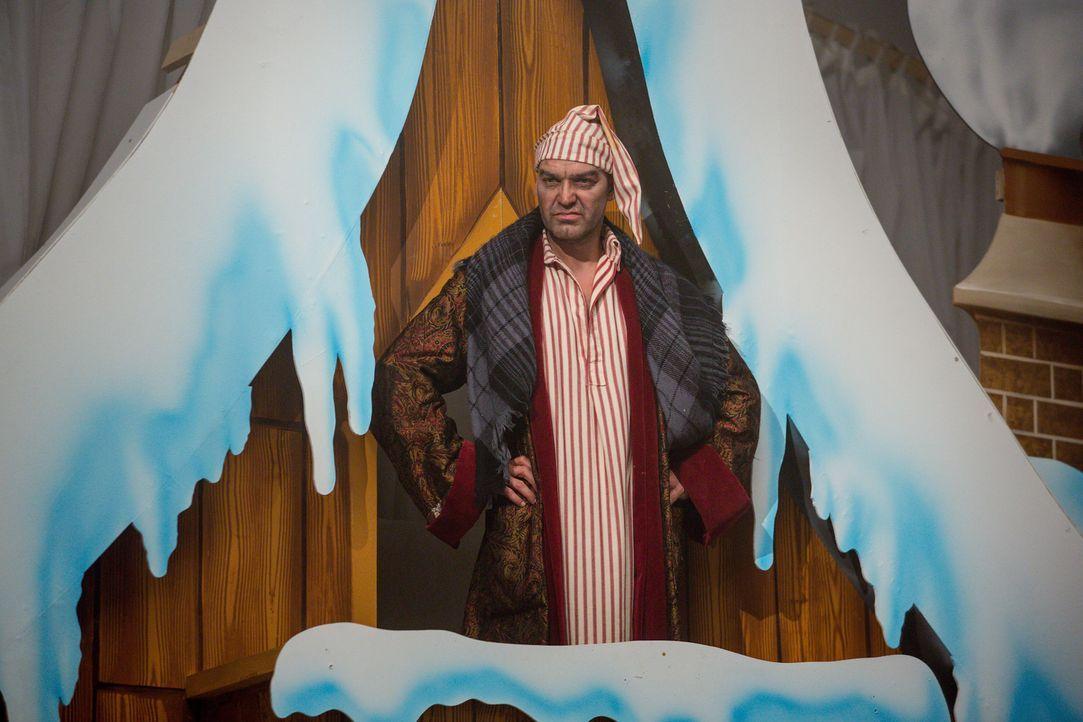 Im Palast kehrt Weihnachten ein - doch verläuft alles nach Plan? Cyrus (Jake Maskall) ... - Bildquelle: Matt Frost 2016 E! Entertainment Television, LLC