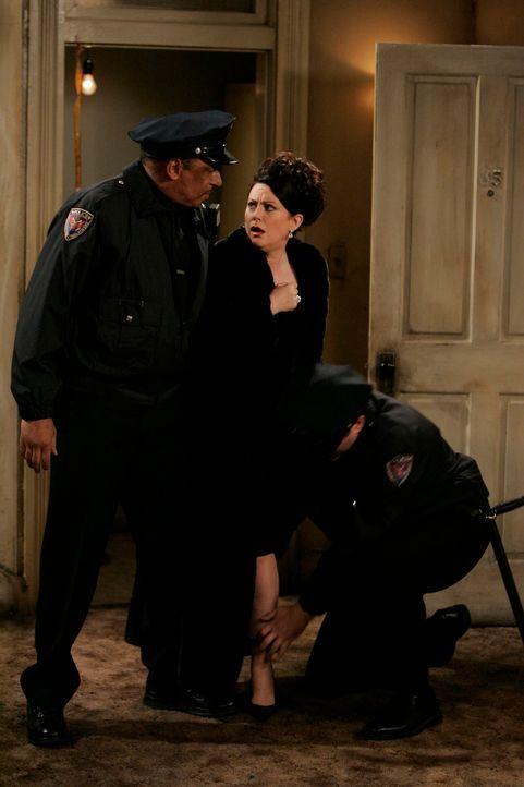 Da sich Karen (Megan Mullally, M.) über Wills neuen Job lustig gemacht hat, lässt er sie nicht nur zur Übernahme der Renovierungskosten verdonnern,... - Bildquelle: NBC Productions