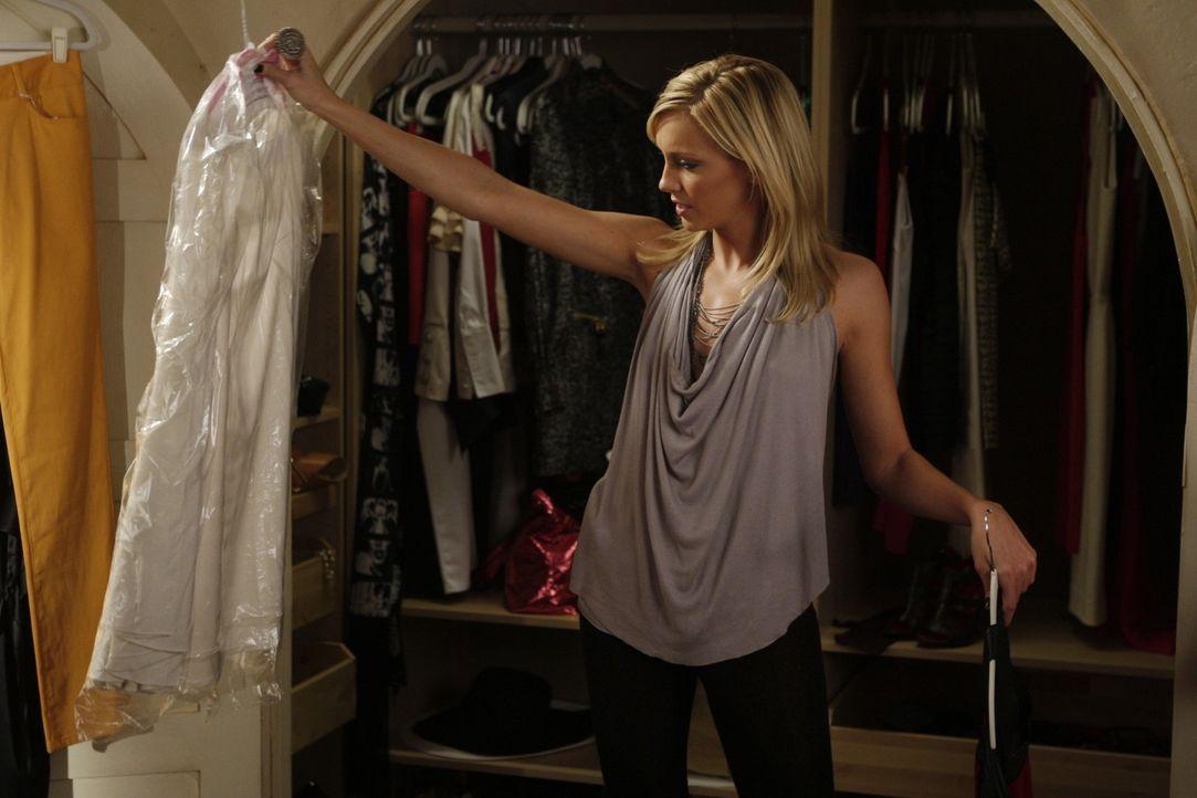 Also wenn Ella (Katie Cassidy) mit diesem Kleid nicht ihren Job retten kann... - Bildquelle: 2009 The CW Network, LLC. All rights reserved.