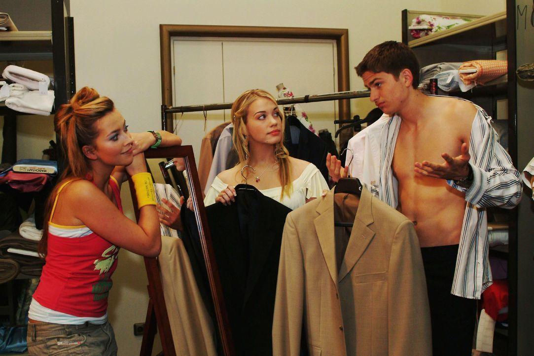 Kim (Lara-Isabelle Rentinck, M.) beschließt, Hannah (Laura Osswald, l.) zum ersten Aufeinandertreffen von Timo (Matthias Dietrich, r.) und ihren El... - Bildquelle: Sat.1
