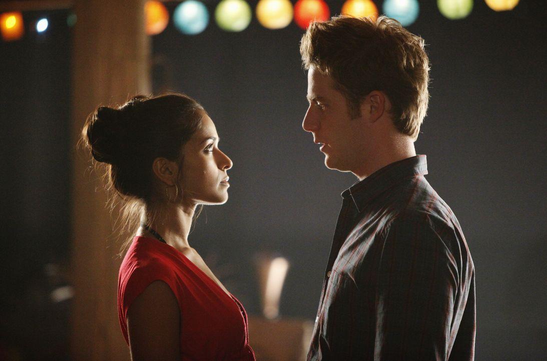 Bekommt ihre Liebe eine zweite Chance? Evan (Jake McDorman, r.) und Rebecca (Dilshad Vadsaria, l.) - Bildquelle: 2010 Disney Enterprises, Inc. All rights reserved.