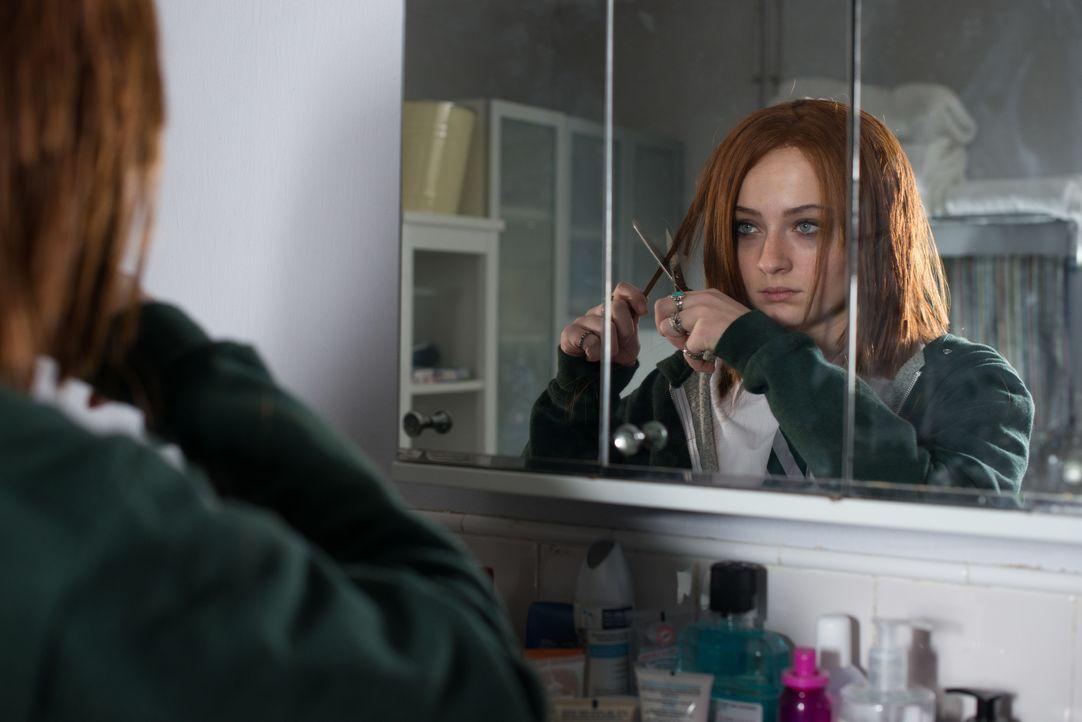 Fay Delussy (Sophie Turner) hat Angst, den Verstand zu verlieren, seitdem immer häufiger Menschen in ihrem Umfeld der Meinung sind, jemanden gesehen... - Bildquelle: 2014 Twentieth Century Fox Film Corporation.  All rights reserved.