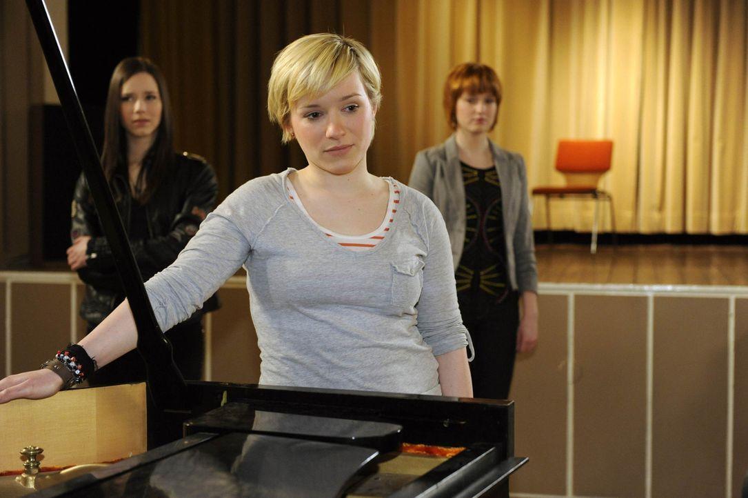 Ihre Leidenschaft ist die Musik: (v.l.n.r.) Luzi (Selina Müller), Emma (Kasia Borek) und Sophie (Franciska Friede) ... - Bildquelle: SAT.1