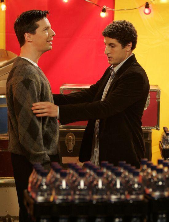 Werden bei der Auktion der Wohltätigkeitsorganisation von Will versteigert: Baby Glenn (Jason Biggs, r.) und Jack (Sean Hayes, l.) ... - Bildquelle: NBC Productions