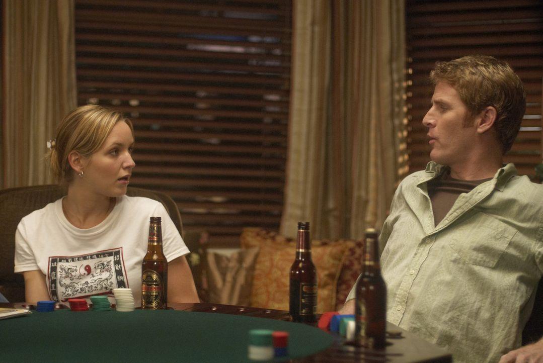 Als P.J. (Jordana Spiro, l.) erfährt, dass Mike (Jamie Kaler, r.) und seine Kumpels ausgehen wollen, um Frauen kennenzulernen, will sie unbedingt m... - Bildquelle: 2006 Sony Pictures Television Inc. All Rights Reserved.