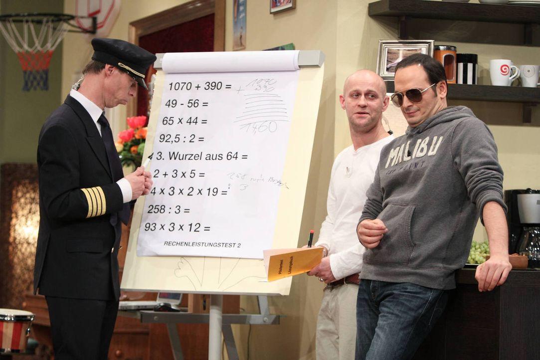 Wer wäre der bessere Pilot - Kaya (r.), Jürgen (M.) oder Maddin (l.) ...? - Bildquelle: Frank Hempel SAT.1